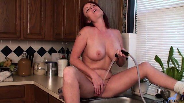 Redhead With Nice Tits Sandie