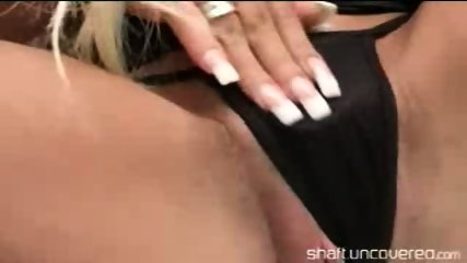 Indian slut showin off and gets fucked by masive cock - scene 9