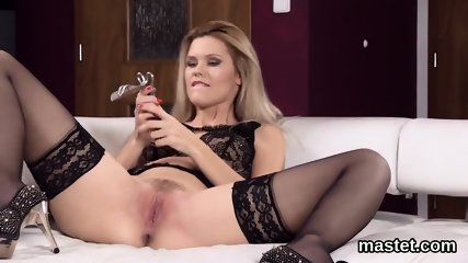 Wicked czech nympho spreads her juicy snatch to the extreme