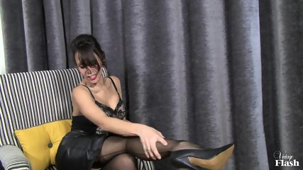 Elegant Woman With Stockings Plays With Herself - scene 2
