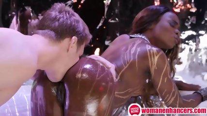 Ebony babe want to oiled sex anal .. Wowww