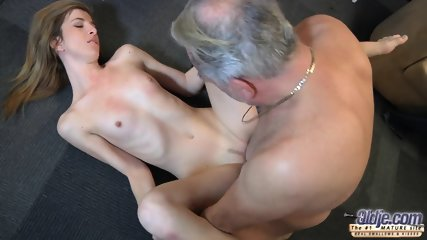 Mature Guy Fucks Attractive Teen - scene 9