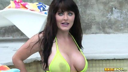 Busty Lady Takes Off Bikini - scene 2