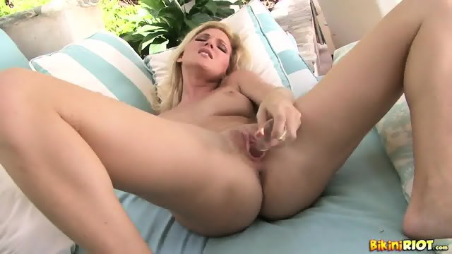 Sweetie And Her Dildo