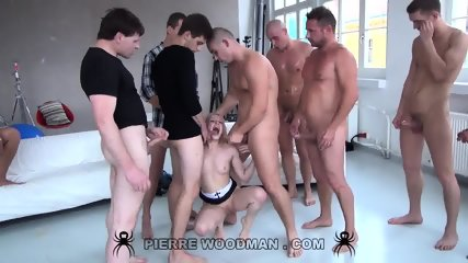 Lola Taylor Serves Group Of Elated Cocks
