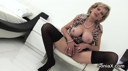 Unfaithful british mature lady sonia exposes her monster balloons