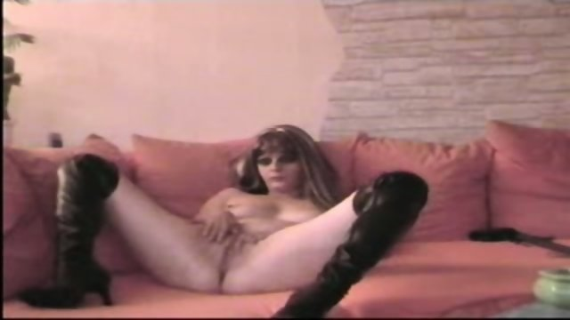 Webcam solo whore dildoes her pussy and masturbates