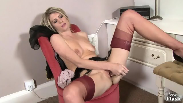 Hot Lady With Stockings Presents Her Body