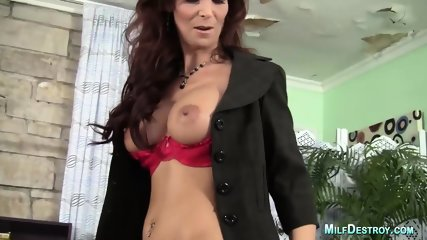 Stunning Cougar With Perfect Curves Gets Screwed