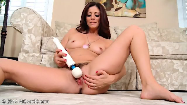 Mature Lady Plays With Vagina