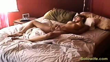 Hidden camera pussy rub - scene 1