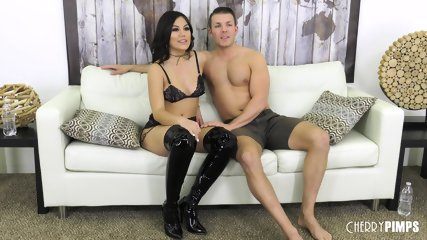 Hottie With Long Boots Gets Pounded - scene 2