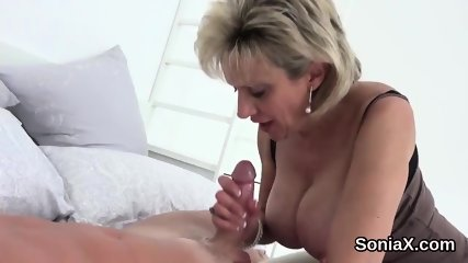 Cheating uk milf lady sonia showcases her heavy naturals