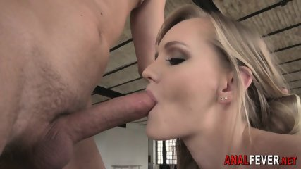 Babe gets booty fingered