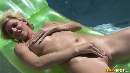 Wet Chick Plays With Pussy - scene 12