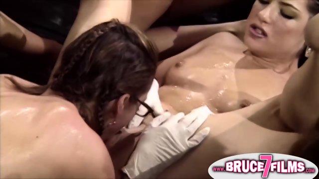Pussy eating retro lesbos