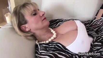 Cheating british mature lady sonia flaunts her oversized jugs