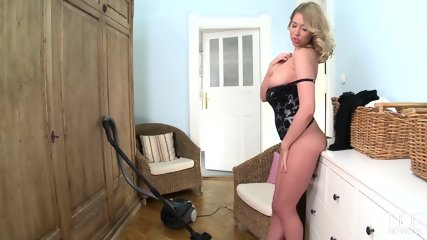 Kinky Blonde Plays With Herself