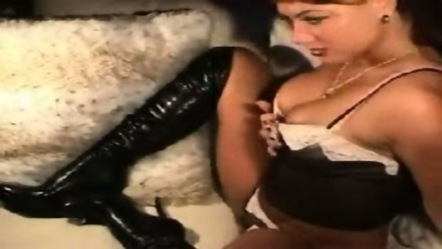 Tattooed chick dances and teases on webcam