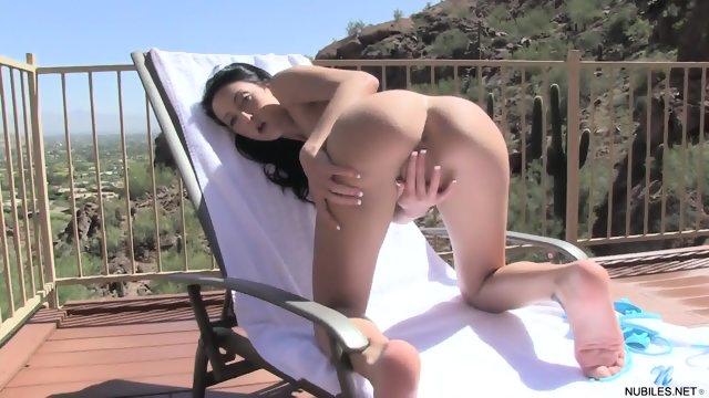 Amateur Brunette Shows Her Vagina