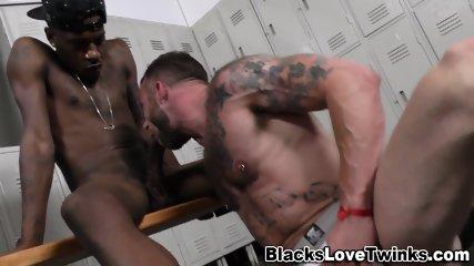 Black Hunk Fucking Butt - scene 4