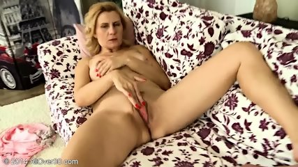 Mature Blonde Lady Shows Her Vagina