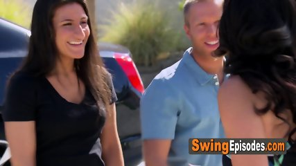 Swing House 5th Season Episode 3 self conscious couple shakes their jitters