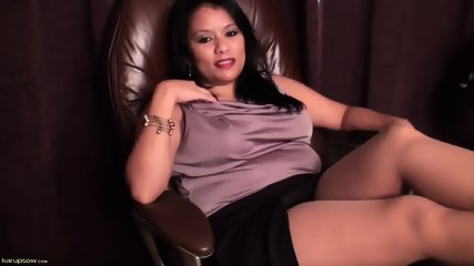 Mature Lady Plays With Herself - scene 1