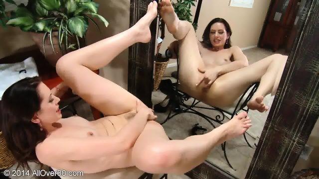 Lady Masturbates In Front Of The Mirror