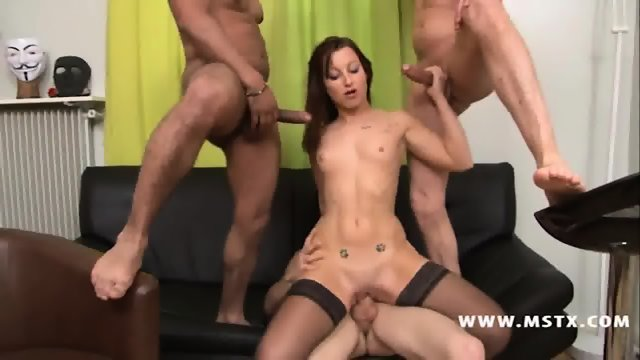 Kim Equinoxx Gets Gang Banged