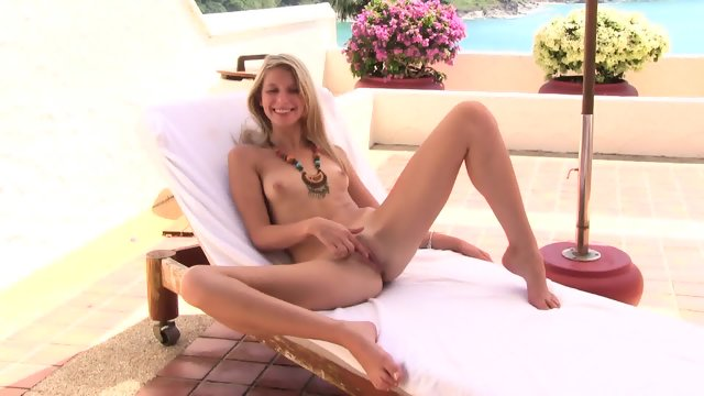 Stunning Blonde With Amazing Pussy