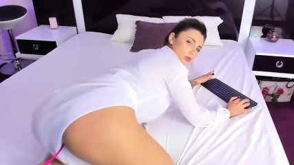 Gorgeous Camgirl Shakes Her Perfect Ass - scene 8