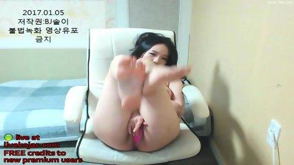 Korean babe shows her hot body