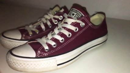 My Sister s Shoes: Maroon Converse low - 4K