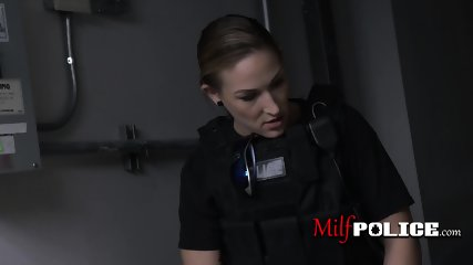 Latino thief bangs horny milf cops cunt to avoid doing jailtime