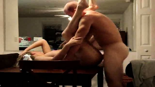 Wife waits on the kitchen table for one hardcore fuck