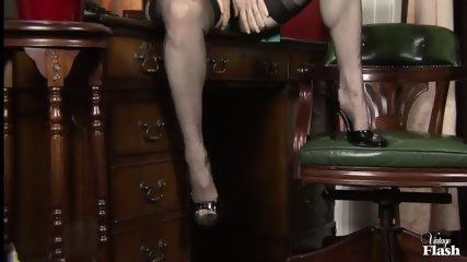 Vintage Lady Rubs Her Juicy Vagina - scene 3