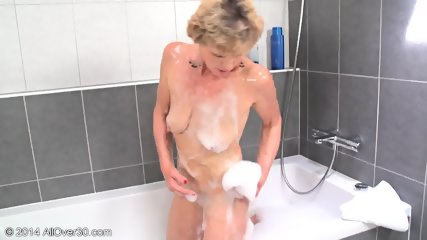 Mommy In The Bathtub - scene 9