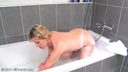 Mommy In The Bathtub - scene 10