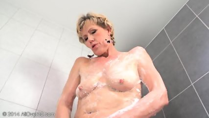 Mommy In The Bathtub - scene 11