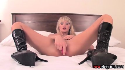 Masturbating Beauty Plays With Her Nipples