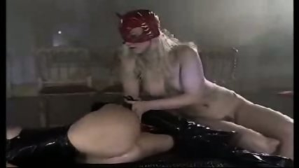 Catwoman gets fisted - scene 4
