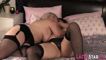 Granny Loves to Fuck Pussy With Dildo