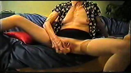 Mature inserts a dildo in her pussy - scene 8