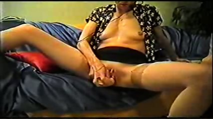 Mature inserts a dildo in her pussy - scene 9
