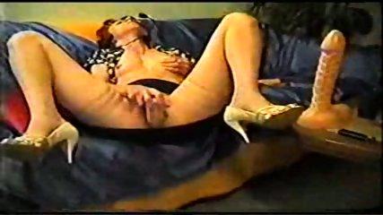 Mature inserts a dildo in her pussy - scene 11