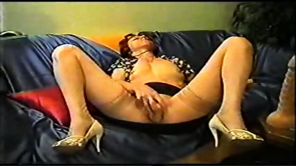 Mature inserts a dildo in her pussy - scene 12