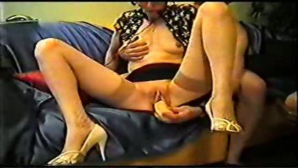 Mature inserts a dildo in her pussy - scene 1