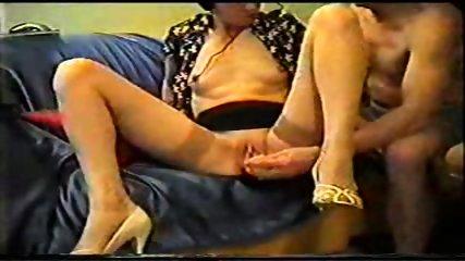 Mature inserts a dildo in her pussy - scene 2