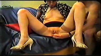 Mature inserts a dildo in her pussy - scene 3